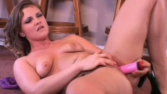 Sexy solo beauty Cassidy Essence spreads her legs for her pink dildo